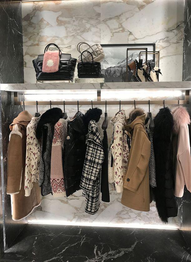 Moncler on laajentanut takeista vaatteisiin ja asusteisiin.
