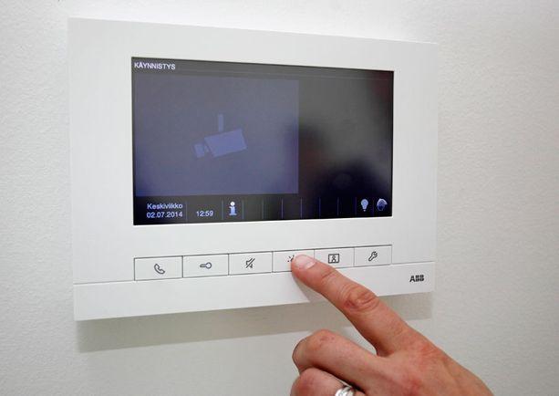 KOHDE 31. Kuka on tulossa käymään? Jos olet kodin yläkerrassa, voit tämän laitteen avulla katsoa, kuka ovikelloa rimputtaa.