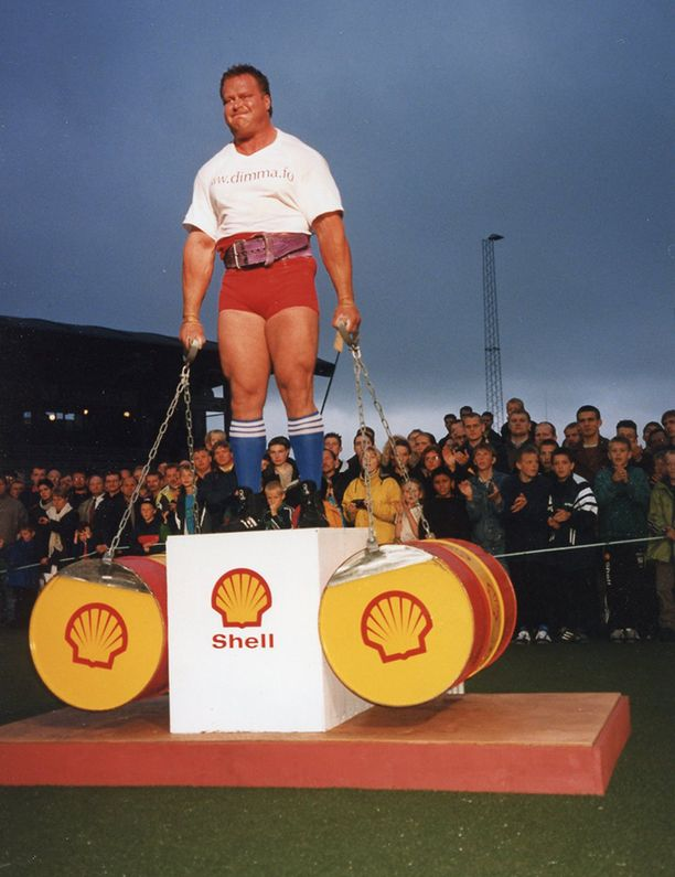 Riku Kiri kisaamassa vuonna 1998. Lajina painopito 200 kilolla.