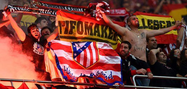 Atletico Madridin ultrat eivät lopettaneet missään vaiheessa omiensa kannustamista.