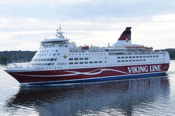 Viking Linen alus Amorella sai pohjakosketuksen Långnäsin eteläpuolella Ahvenanmaan saaristossa.