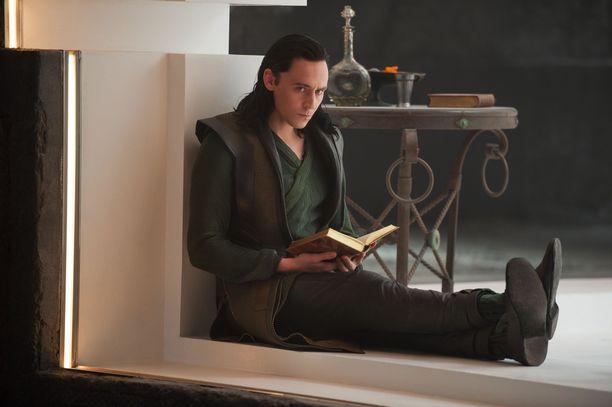 Ensimmäisessä Thor-elokuvassa esitelty Loki saa oman tv-sarjansa. Tom Hiddleston on loistanut pahiksen roolissa kuudessa MCU:n elokuvassa.