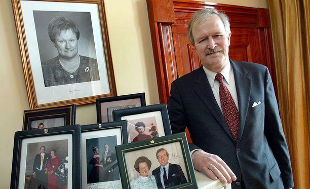 Entinen alivaltiosihteeri Jaakko Bloomberg Tallinnan Suomen suurlähetystössä vuonna 2002. Tuolloin hän toimi Suomen Viron suurlähettiläänä.
