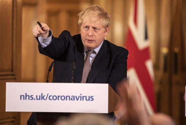 Britannian pääministeri Boris Johnson lehdistötilaisuudessa maanantaina.