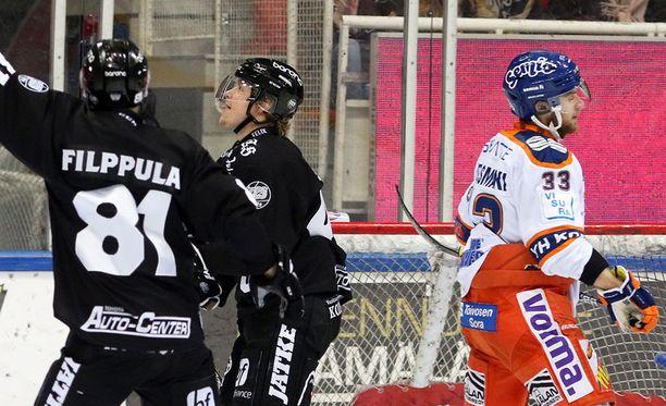 Veli-Matti Vittasmäki on joutunut katselemaan tällä kaudella TPS-pelaajien juhlintaa.
