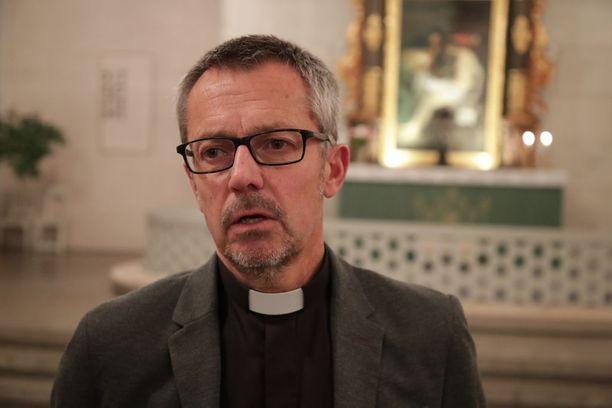 Kirkkoherra Anders Lindströmin mukaan onnettomuus koskettaa monia.