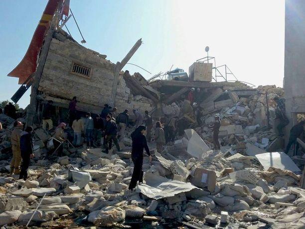 Lääkärit ilman rajoja -järjestön (MSF) tukema sairaala pommitettiin matalaksi maanantaina Idlibissä.