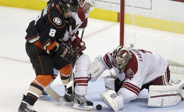 Teemu Selänteen Anaheim Ducks hävisi runkosarjan päätösottelussaan Phoenix Coyotesille 5-3.