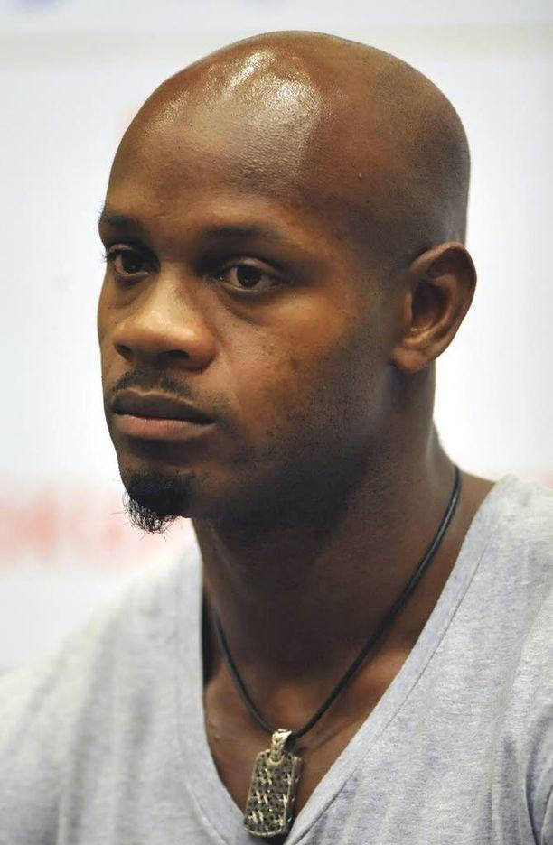 Asafa Powell teki suoraselkäisen tempun ja vetäytyi vapaaehtoisesti MM-kisoista jo ennen dopingpannaa.