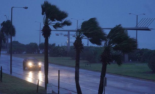 Harvey-hurrikaanin myrskynsilmä on jo lähellä mannerta.