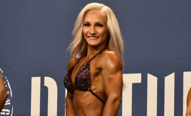 Miia Nyyssönen kilpailee body fitnessissä, jossa vaaditaan astetta enemmän lihasta kuin bikini fitnessissä.