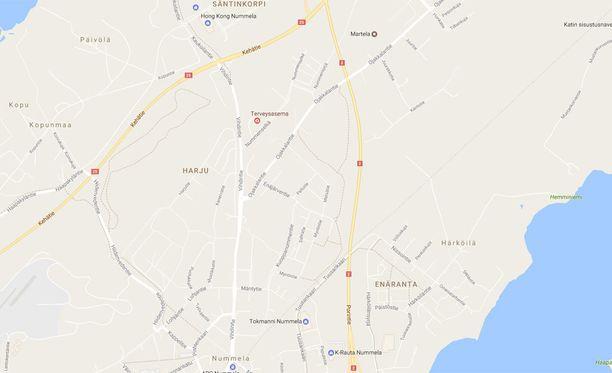 Ambulanssi ja pakettiauto kolaroivat rajusti valtatie 25:n ja Nummelan keskustaan johtavan tien risteyksessä.