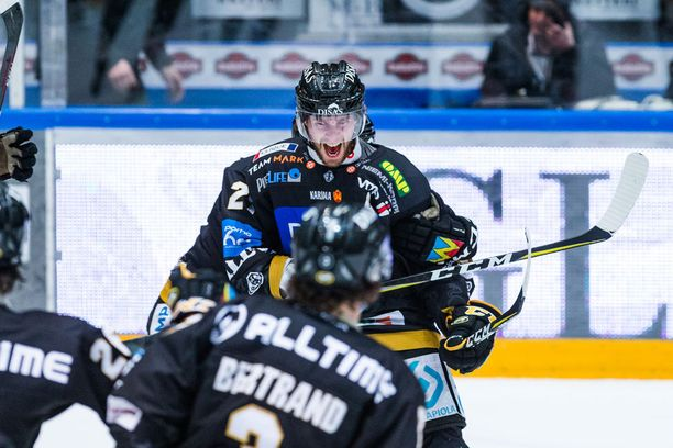 Mikael Ruohomaan playoff-tehot ovat 3+5=8.
