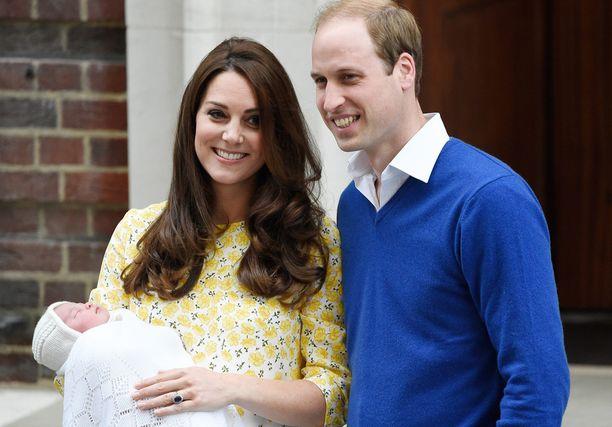 Pirteästi edustaneessa Catherinessa ei näkynyt väsymyksen merkkejä 10 tuntia synnytyksen jälkeen.