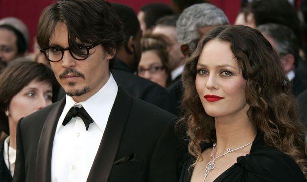Pariskunta on viimeisten vuosien saatossa poseerannut enää harvoin yhdessä. Tässä aviopari edustaa vuoden 2008 Oscar-gaalassa.