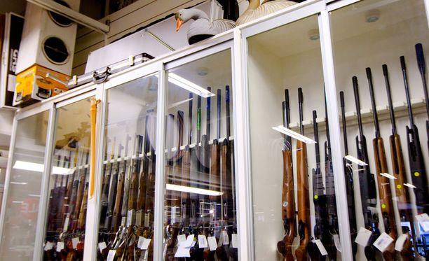 Asetus aseiden säilytyksestä on tarkoitus palauttaa ennalleen syyskuun aikana.