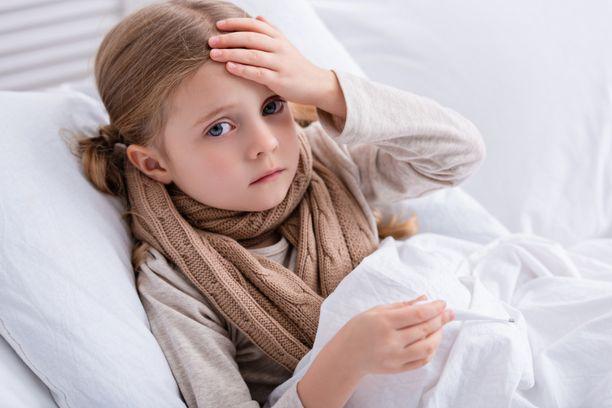 Jos lapsi on kovin vaisu, eikä hän syö eikä juo, on syytä käydä hänen kanssaan lääkärissä.