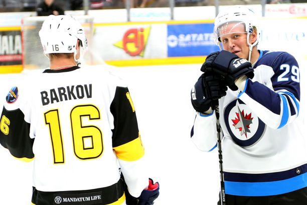 Aleksander Barkov ja Patrik Laine nähtiin samassa kaukalossa viime kesänä Liiga Alumni -tapahtumassa.