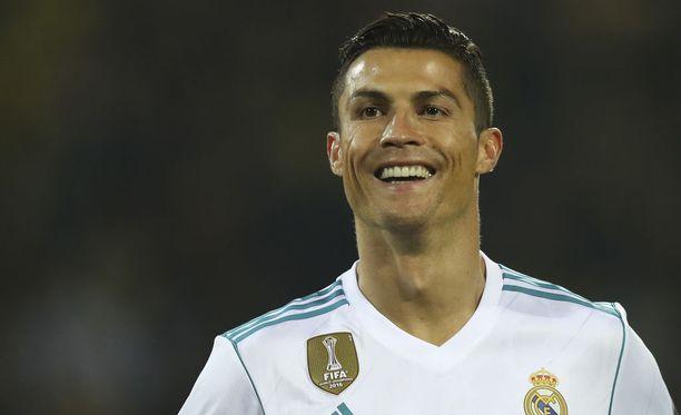 Useasti palkittu Cristiano Ronaldo on palkinnut itse itseään uudella menopelillä.