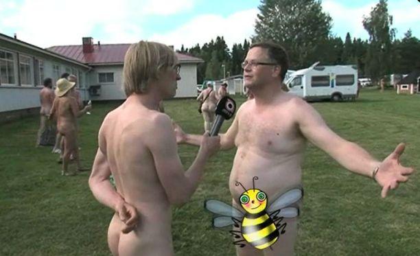 Toimittaja Mika Tommola vieraili naturistien kesätapahtumassa.