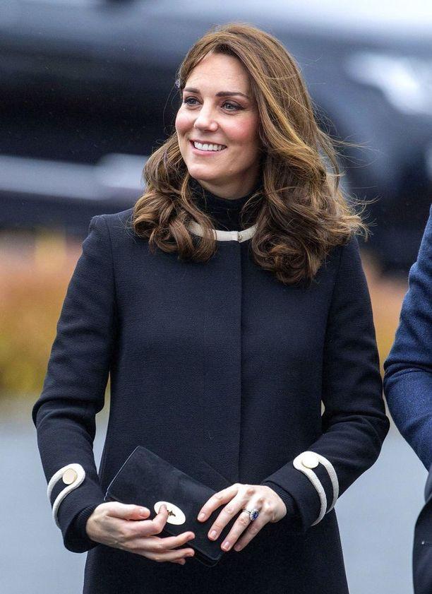 Williamin ja Catherinen esikoinen, prinssi George syntyi heinäkuussa 2013 ja Charlotte toukokuussa 2015.