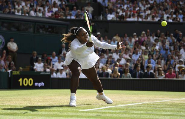 Myös näyttävistä peliasuistaan tunnettu Serena Williams joutuu taipumaan Wimbledonissa täysvalkoiseen peliasuun.