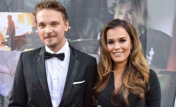Roope Salmisen ja Sara Siepin parisuhde on tullut tiensä päähän.