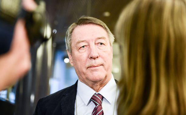 Keskustan Kauko Juhantalo erotettiin eduskunnasta vuonna 1993 rikostuomion takia. Juhantalo on tehnyt sen jälkeen paluun eduskuntaan kaksi kertaa.