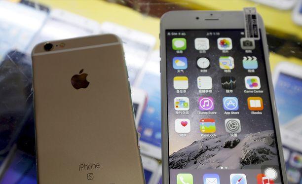 Android-käyttöjärjestelmällä toimivia Iphone-kopioita Kiinan Shenzhenissä. Kuvituskuva.