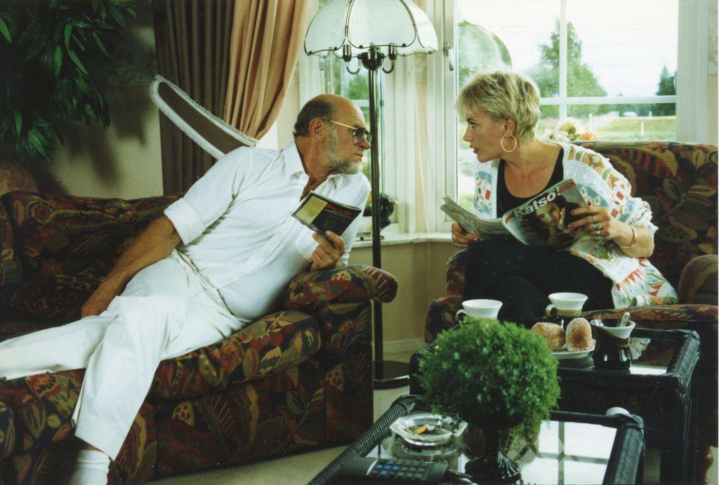 Naisen logiikka -elokuva perustuu tv-sketseihin, joissa Spede Pasasen ja Hannele Laurin esittämä aviopari väittelee arkisista asioista.
