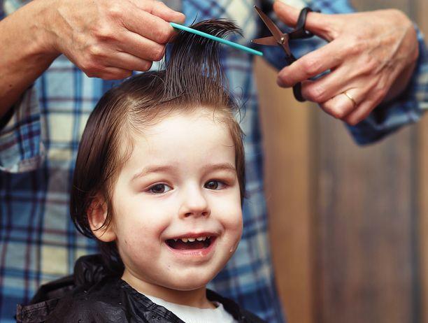 Aikuiset leikkaavat hiukset huomattavasti lapsia paremmin.