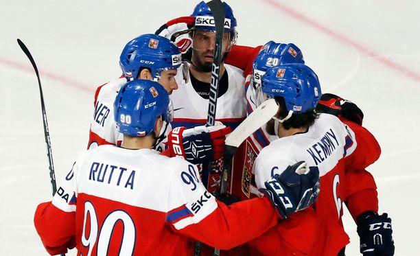 Tshekki nousi Ranska-voitolla Kanadan kanssa tasapisteisiin B-alkulohkon kärjessä.