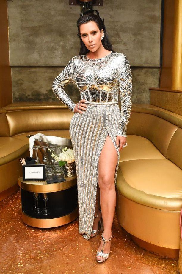 Kim Kardashian, asu Balmain