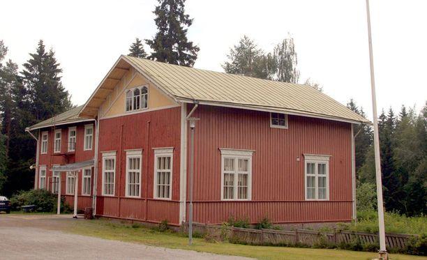 Ikaalisten Luhalahden koulu on perustettu vuonna 1891 ja nykyinen kaksikerroksinen puukoulu valmistui 1901. Koulu toimii edelleen.