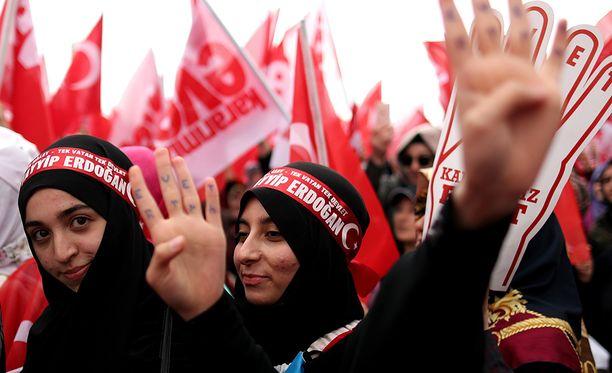Valtaosa turkkilaisista on muslimeja.