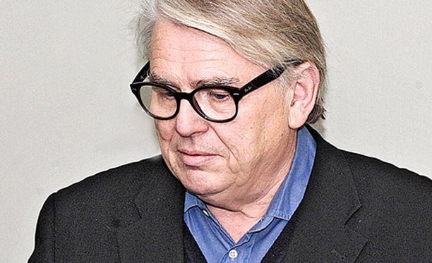Lasse Lehtinen meni jakamaan näkemyksiään tupakoinnista.