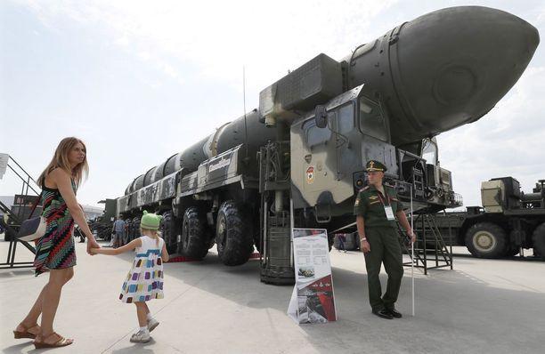 Military Balancen mukaan Venäjällä on kolmea eri tyyppiä Topol-ohjuksia.