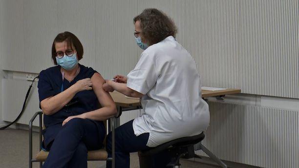 Kela näkee, että rokotetietojen tallentaminen Omakantaan palvelisi kansalaisten etua.