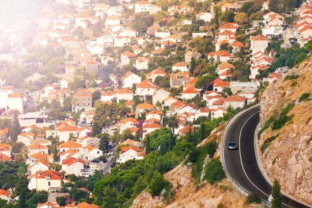 Kroatiasta on helppo hurauttaa naapurin puolelle. Esimerkiksi Dubrovnikista on lyhyt matka Montenegron puolelle.