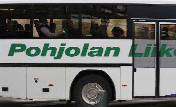 Pohjolan Liikennen pahoittelee välikohtausta, jossa heidän bussikuskinsa oli osallisena.