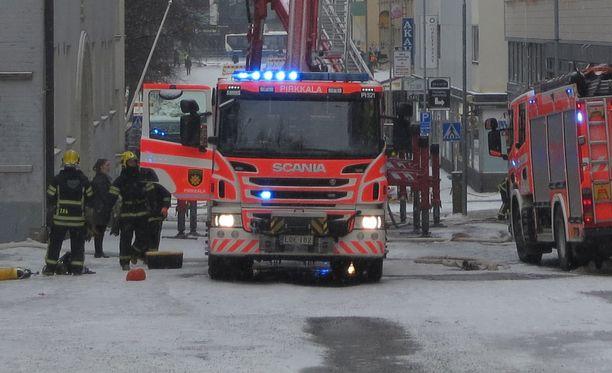 Sammutus- ja pelastustöihin osallistui yli 100 henkilöä.