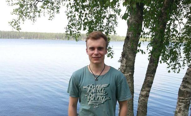 Kuvassa oleva Eetu Hartikainen pelasti kavereidensa Jani Pätsin ja Teemu Hyttisen kanssa miehen hukkumiselta.