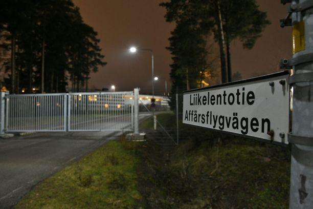 Iltalehti oli paikalla Helsinki-Vantaan liikelentoterminaalilla, jonne lento saapui illalla kello 21.44 aikaan.