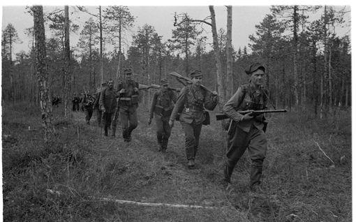 Vankia sieppaamaan lähteneellä suomalaisella kaukopartiolla kävi odottamaton tuuri – toisen partion johtajan matka päättyi traagisesti petäjän juurakkoon