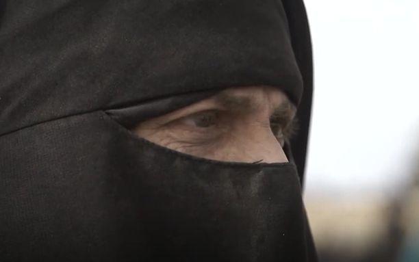 Sanna on lapsiensa kanssa Syyriassa al-Holin pakolaisleirillä. Hänen 13-vuotias tyttärensä on naimisissa.