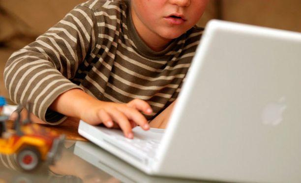 Lapset tottuvat yhä nuorimpina teknologiaan.