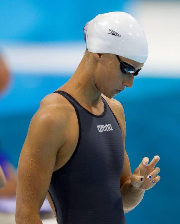 Olympialaisten avajaisissa Suomen lippua kantanut uimari Hanna-Maria Seppälä oli päämatkallaan 100 metrin vapaauinnissa 18:s. Seppälä on saanut viimeisen neljän vuoden aikana 60 000 euroa urheilija-apurahaa ja 64 000 euroa huippuyksilötukea.