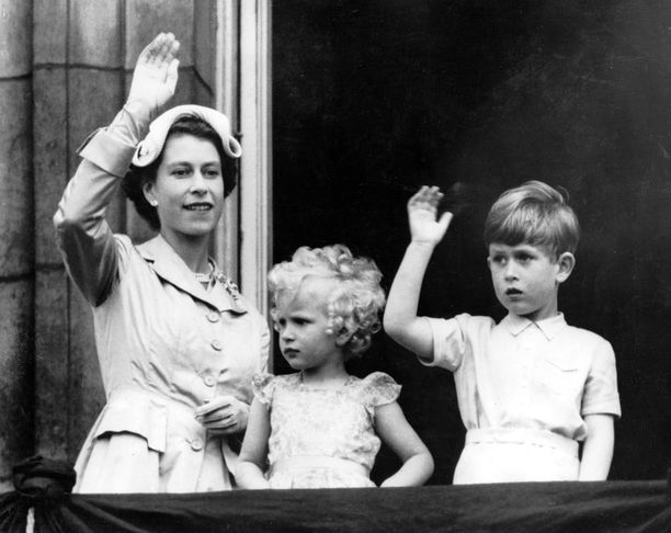 Kuninkaallisten lasten tavoin Anne ja Charleskin totutettiin pienestä pitäen edustamaan.