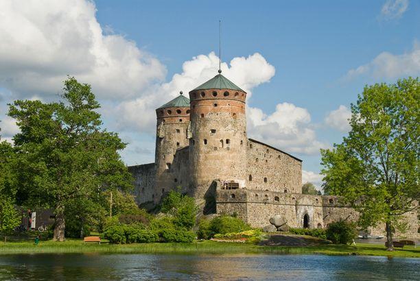 Olavinlinnan tornit rakennettiin pyöreiksi, että ne kestäisivät tykkien ammuksia.