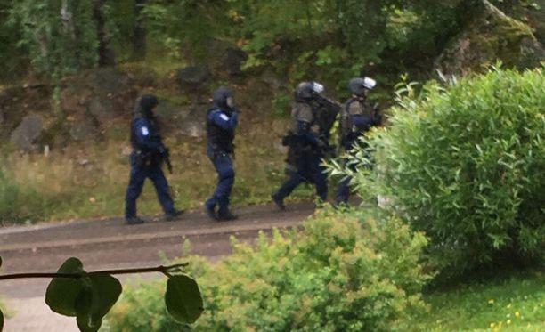 Vantaan Hakunilassa on meneillään suuri poliisioperaatio.